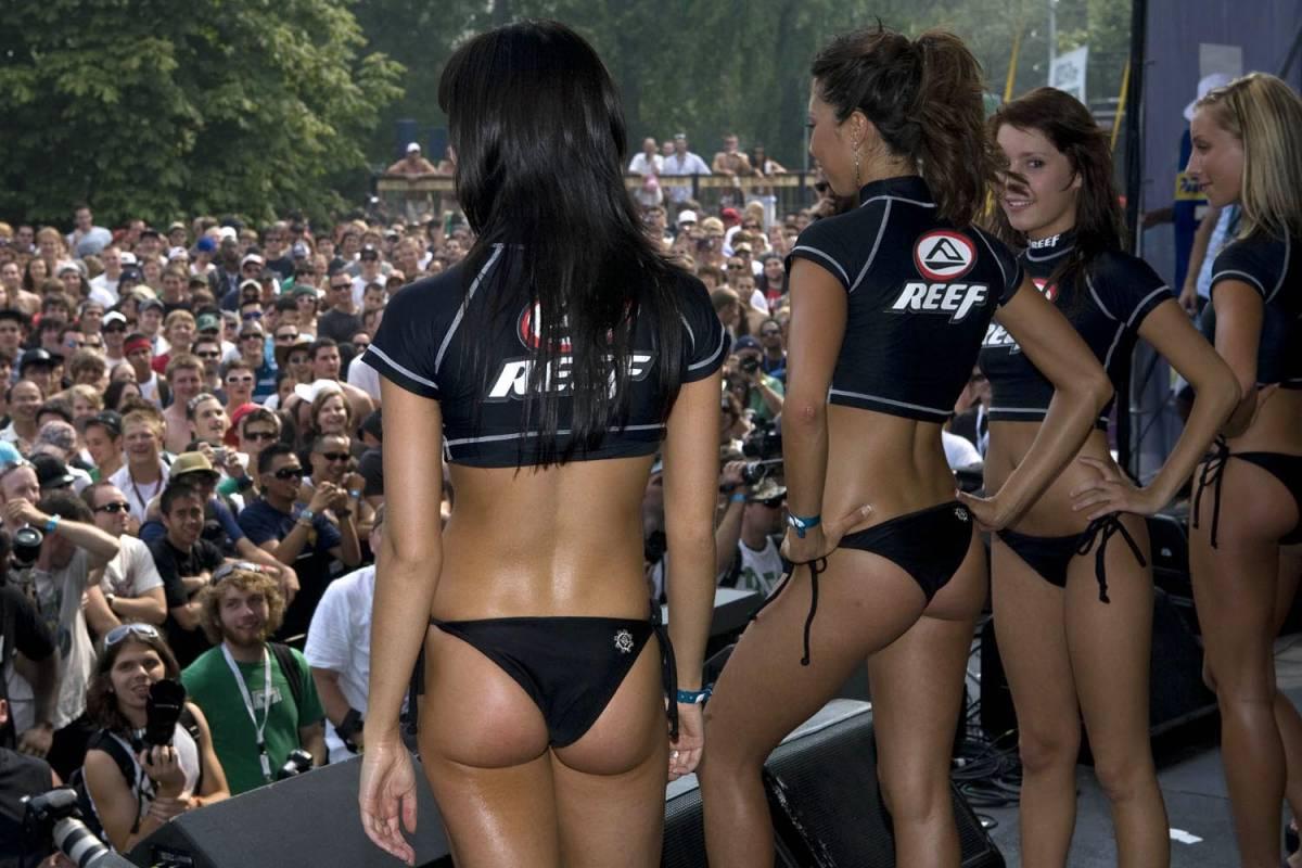 Hot nude lesbian women gifs