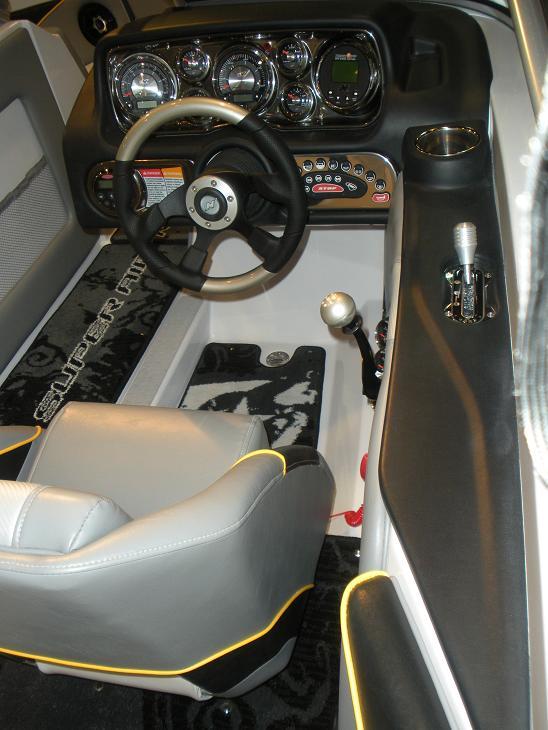 Nautique_210_cockpit
